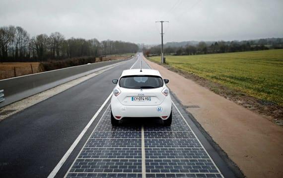 Bir Fransız kasabasında dünyanın ilk güneş paneli yolu açıldı